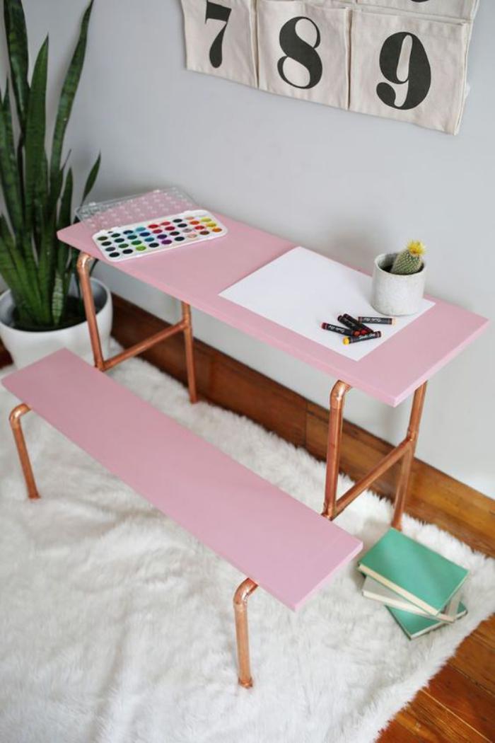 bureau-d-ecolier-petit-bureau-pour-eleve-rose-avec-pieds-cuivres