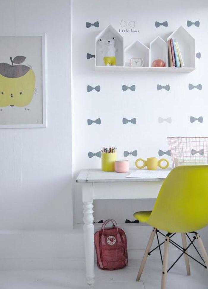 bureau-d-ecolier-petit-bureau-pour-elevechaise-jaune-bureau-blanc