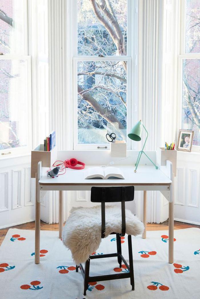 bureau-d-ecolier-petit-bureau-pour-eleve-design-doux-de-bureau-enfant