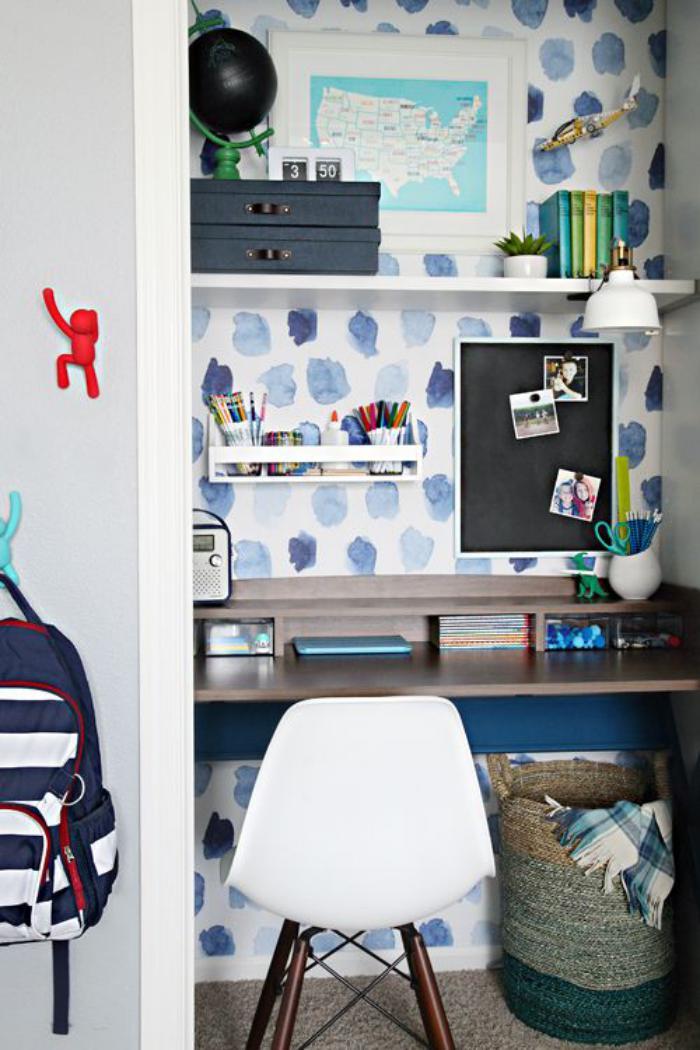 bureau-d-ecolier-suspendu-avec-etageres-bureau-travail-chez-soi