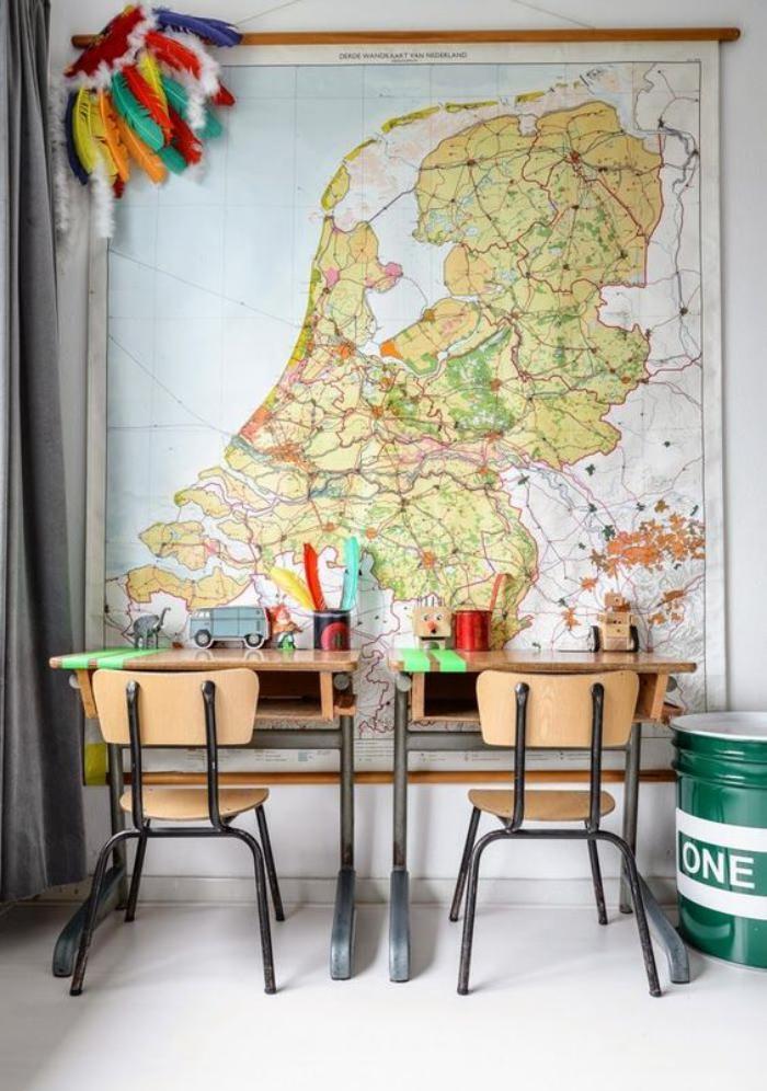 bureau-d-ecolier-vieilles-tables-d-enfant