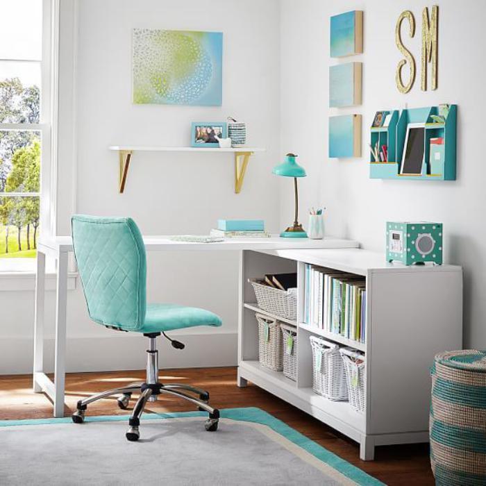 bureau-informatique-d-angle-office-a-la-maison-blanc-et-turquoise