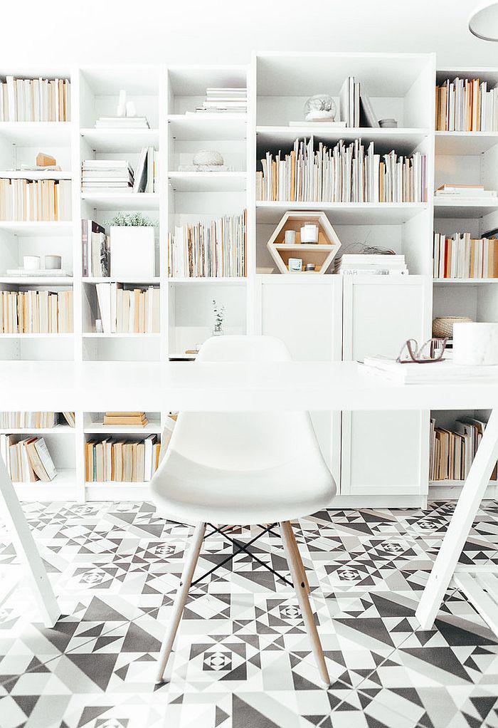 bureau-style-scandinave-carrelage-original-bibliothèque-originale