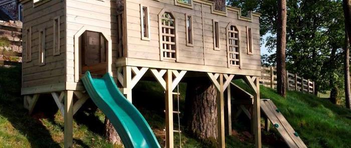 maisonnette-en-bois-enfant-cabane-avec-toboggan