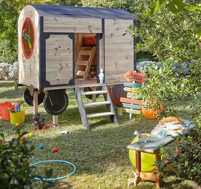 Maisonnette en bois enfant 60 jolies demeures pour les petits - Veranda pour roulotte ...