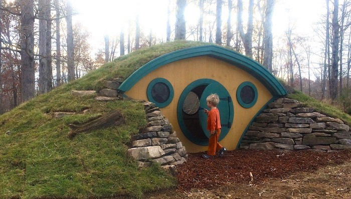 maisonnette en bois enfant-cabane-jardin-enfant-maison-lutin-sous-terrain