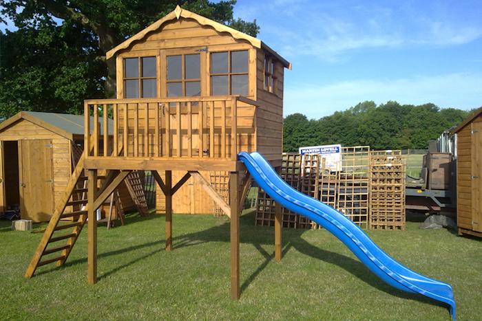 maisonnette-jardin-enfant-maisonnette-en-bois-cabane avec toboggan