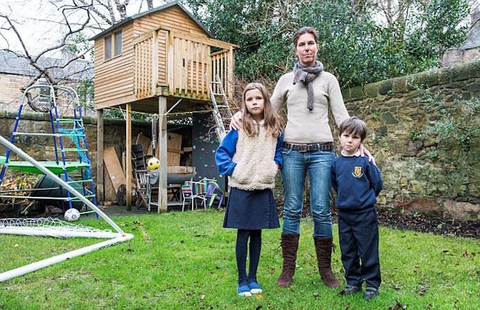 maisonnette en bois cabane jardin surelevée escalier