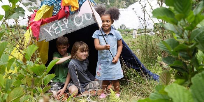 maisonnette-en-bois-enfant-cabane-jardin-pas-chere-fabriquer-abris