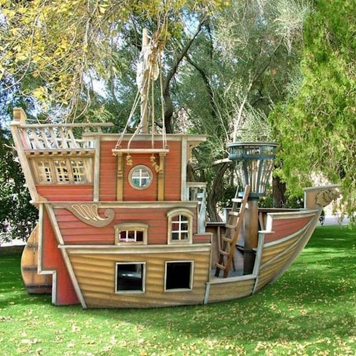 maisonnette-en-bois-enfant-cabane-de-jardin-enfants-design-bateau-pirates