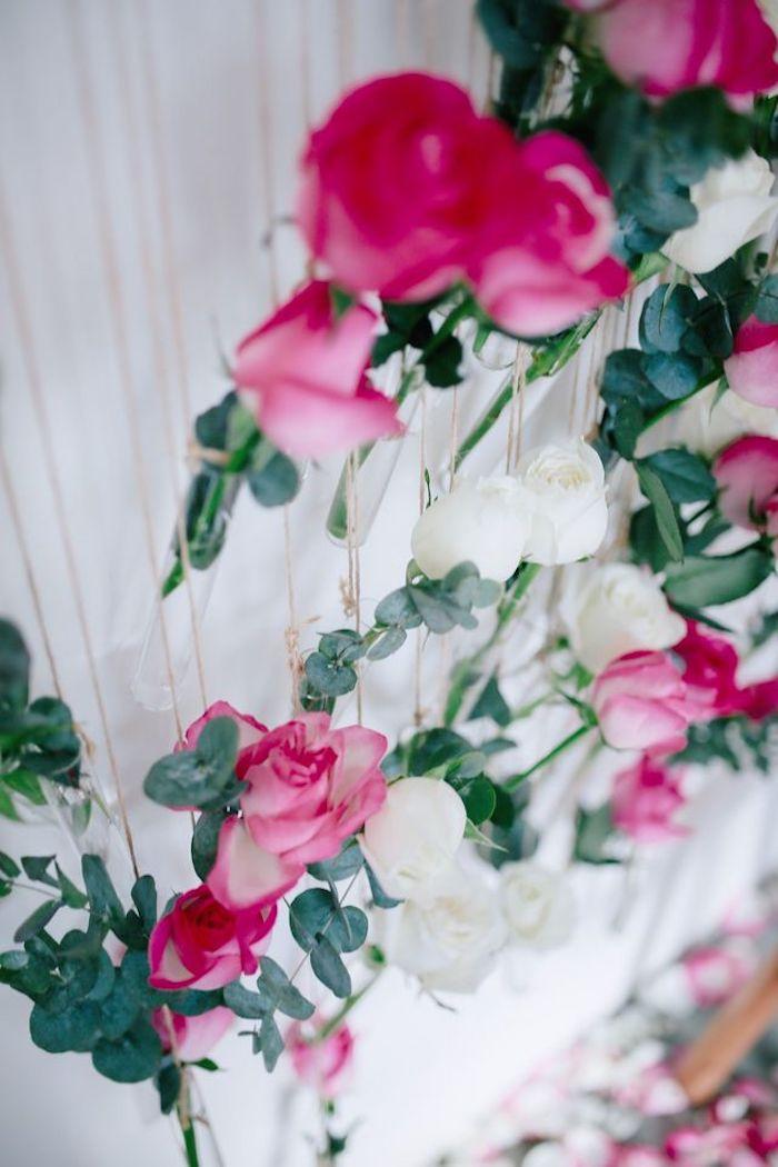 cadeau d amour a fabriquer des roses suspendus au mur avec une ficelle