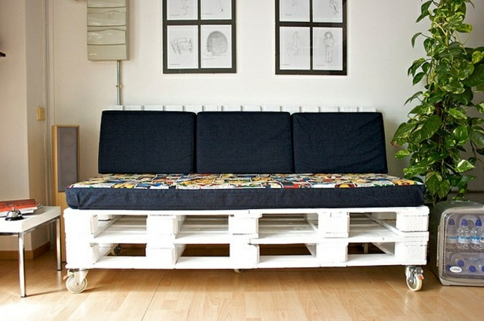 canape-en-palette-blanc-a-roulette-magnifique-suggestion-tres-pratique-pour-votre-salon