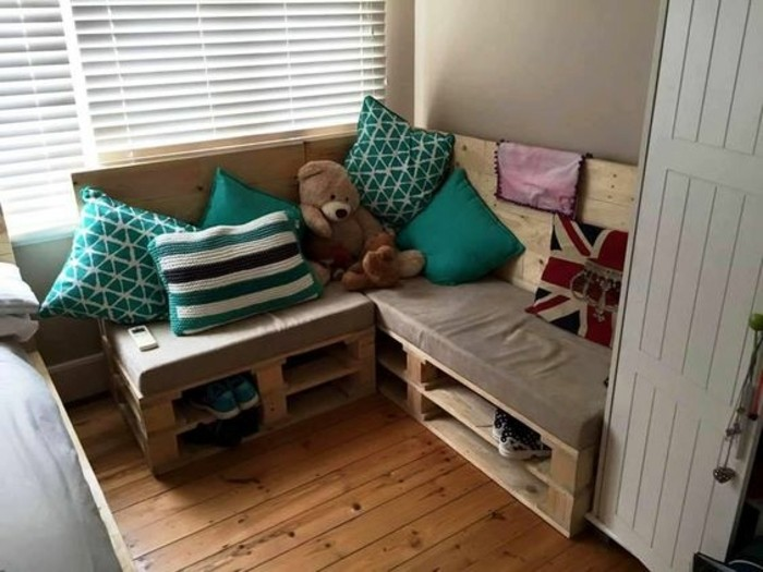 canape-palette-d-angle-une-idee-canape-pour-la-chambre-d-enfant
