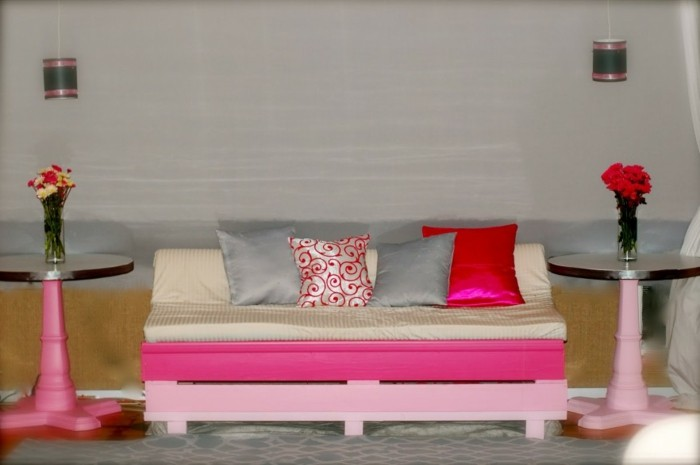 canape-palette-rose-suggestion-extremement-sympatique-pour-un-decor-girly