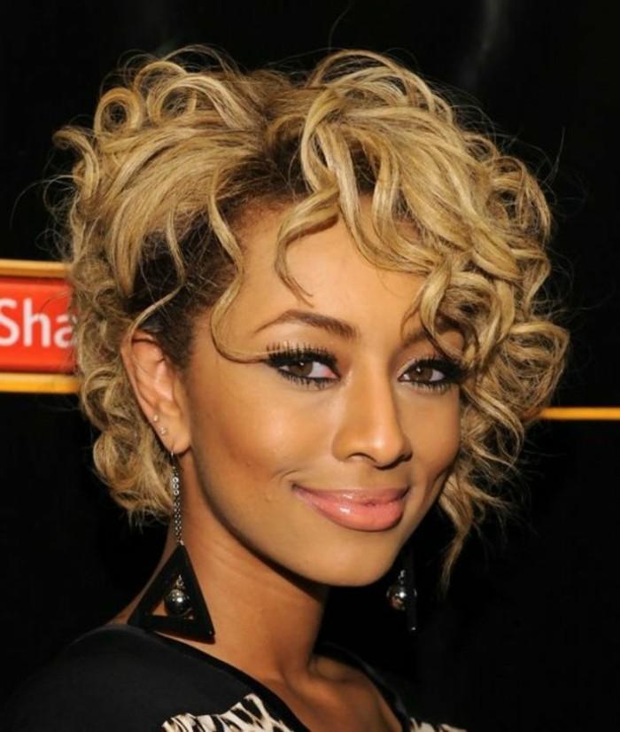 carre-destructure-femme-balayage-blonde-coupe-de-cheveux-courte
