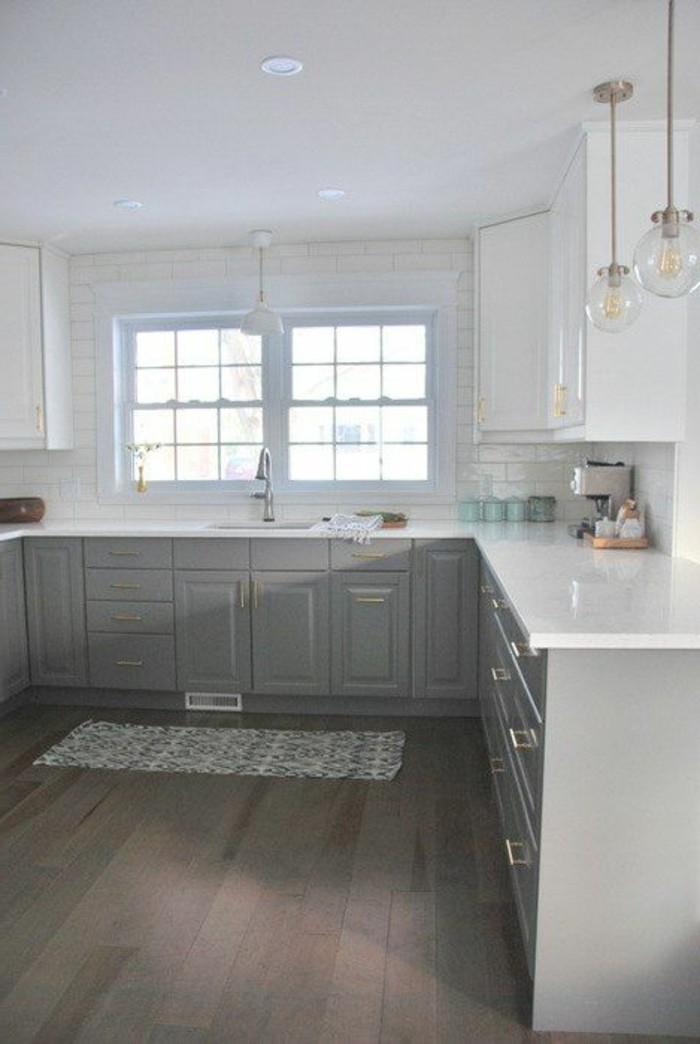 carrelage-blanc-cuisine-évier-armoire-grande-et-blanche-une-fenêtre