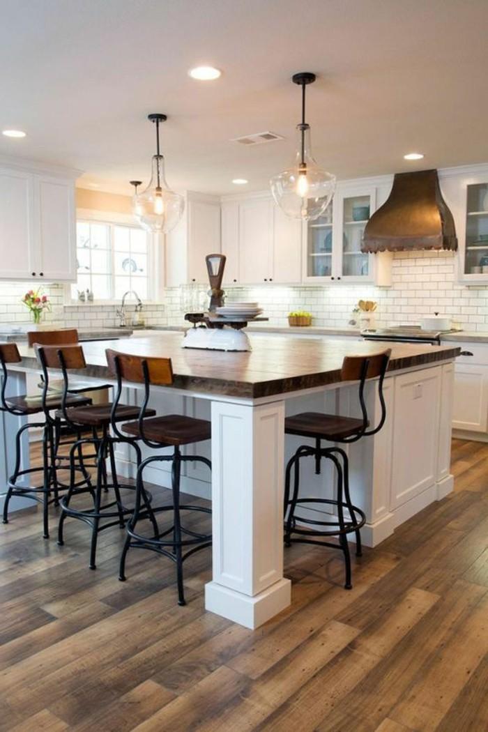 carrelage-blanc-cuisine-moderne-grande-table-chaises-intéressantes