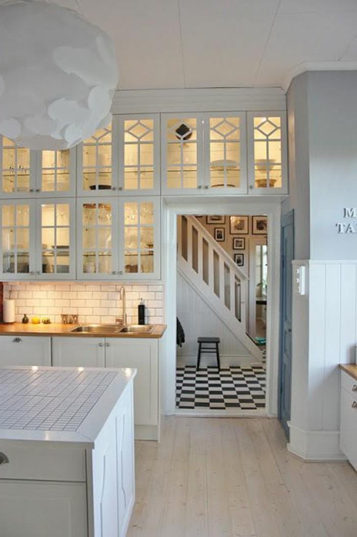 carrelage-blanc-cuisine-spacieuse-et-moderne