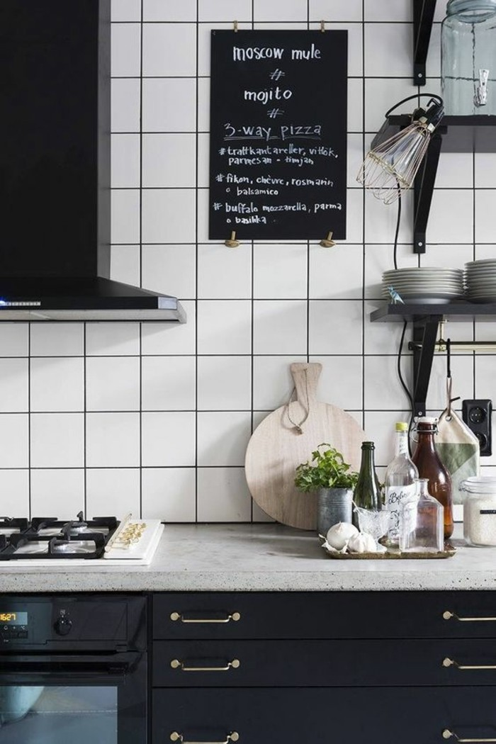 carrelage-blanc-cuisine-sympa-armoire-noire