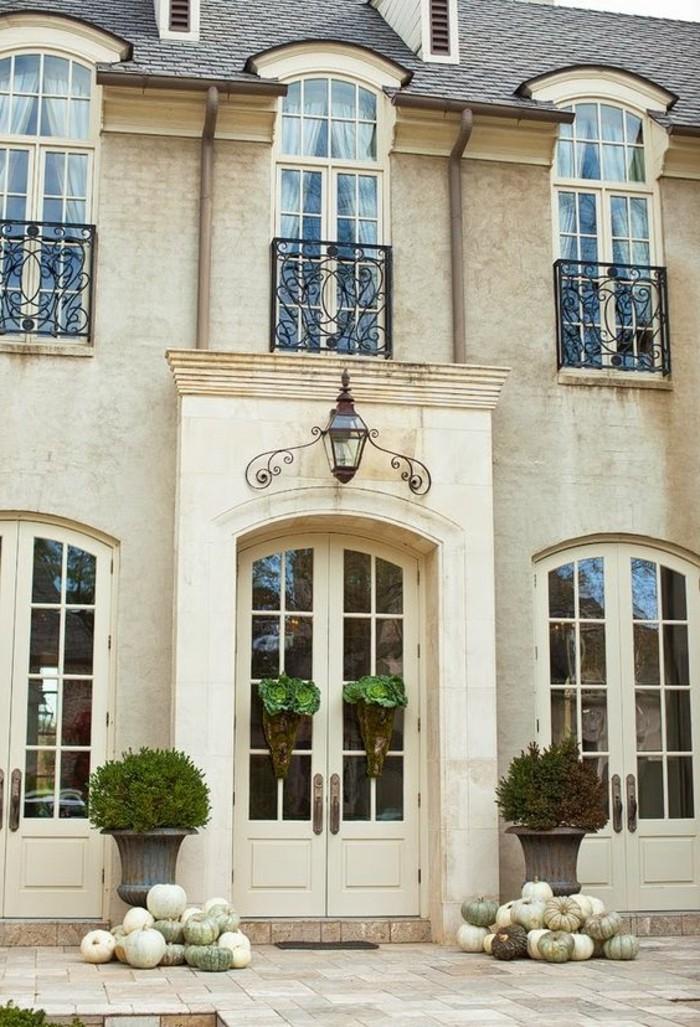 carrelage-blanc-design-extérieur-belle-façade-d'une-maison