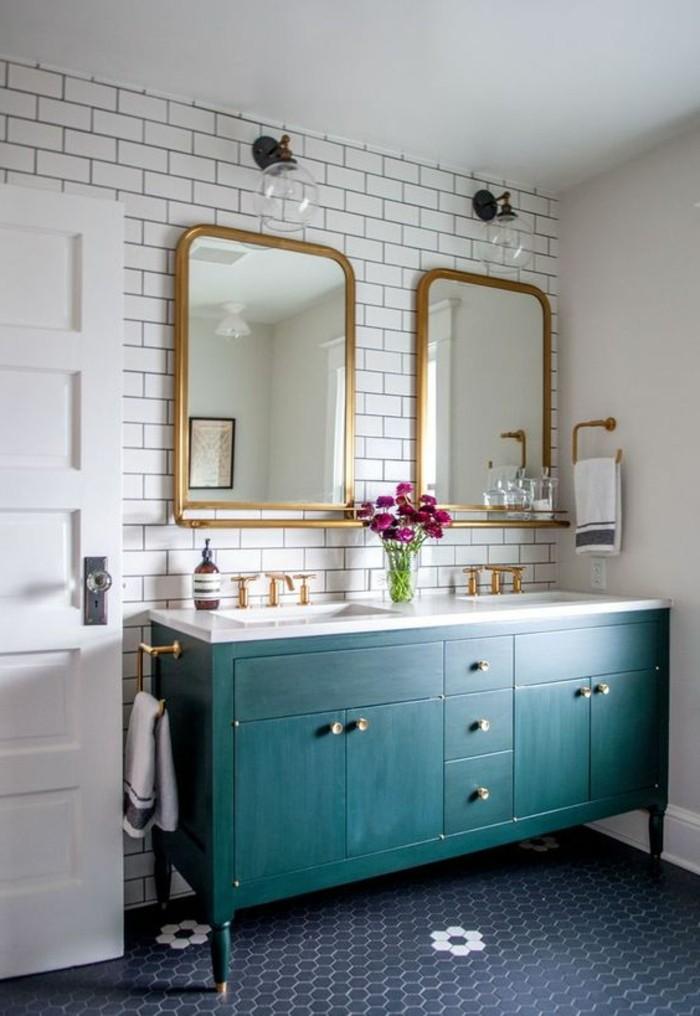 carrelage-blanc-deux-miroirs-elegants-en-or