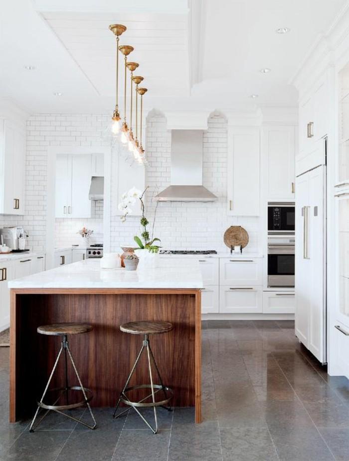 carrelage-blanc-grande-cuisine-des-lampes-intéressantes