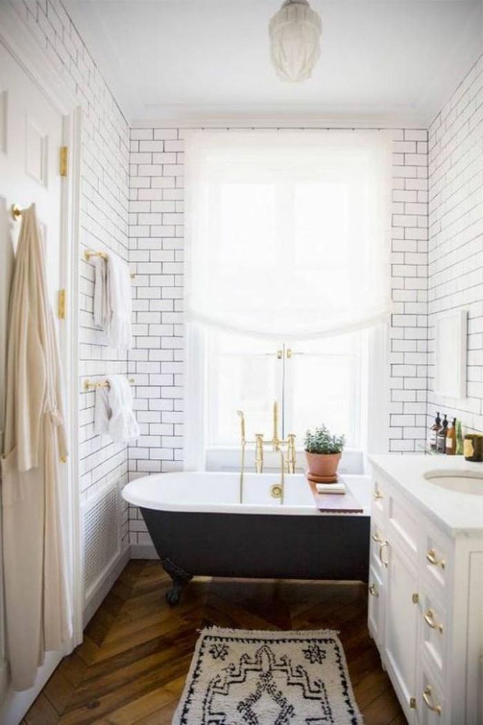 carrelage-blanc-salle-de-bain-baignore-lavabo