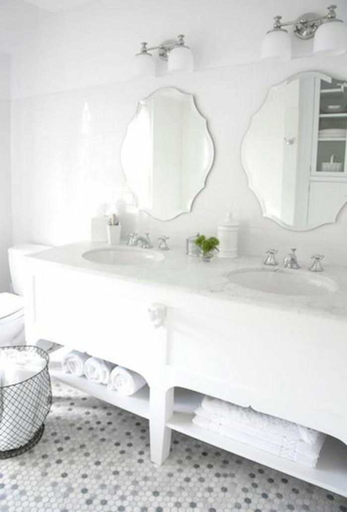 carrelage-blanc-salle-de-bain-deux-miroirs-elegants