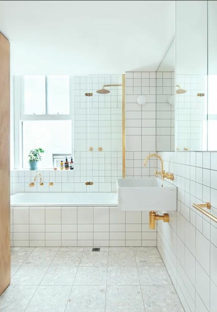 carrelage-blanc-une-salle-de-bain-élégante-des-carreaux-blancs-partout