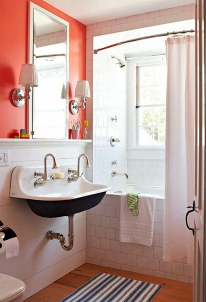carrelage-blanc-lavabo-miroir-deux-lampes-blanches