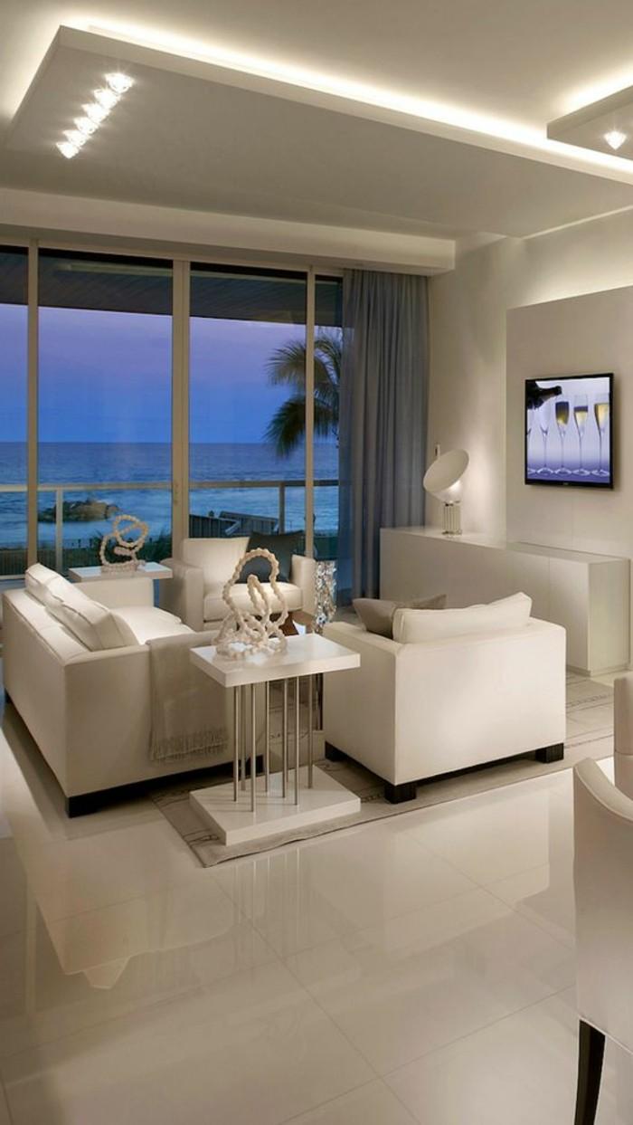 carrelage-blanc-un-hall-tres-elegant-des-fauteuils-modernes-une-television