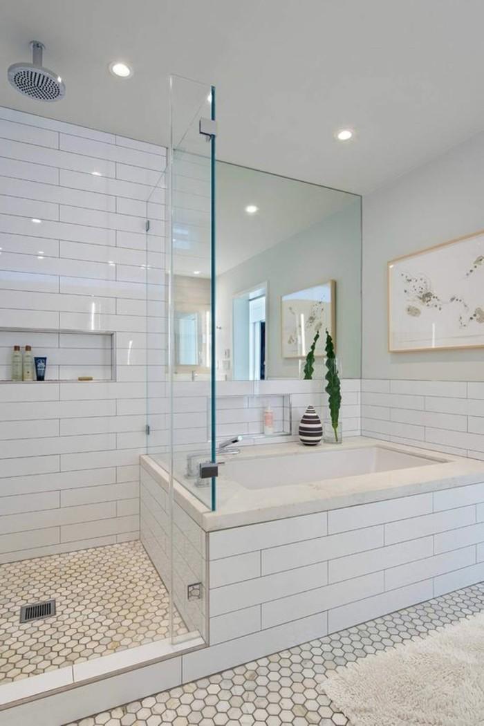 Petite pendule digitale de salle de bain for Reveil de salle de bain