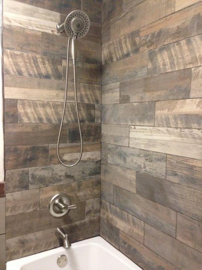 carrelage-imitation-bois-carrelage-de-salle-de-bains-mural