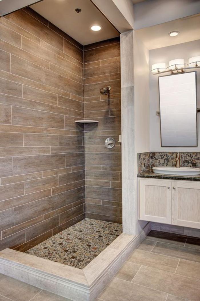 carrelage-imitation-bois-dans-la-cabine-de-douche