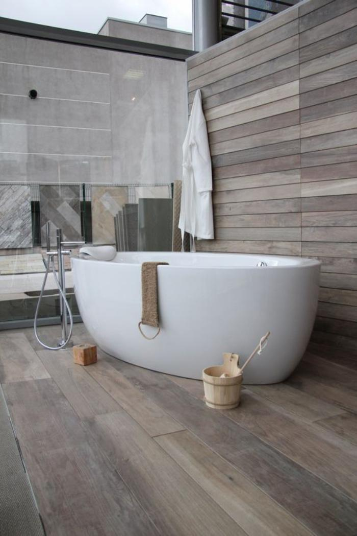 Le carrelage imitation bois en 46 photos inspirantes for Carrelage gris imitation parquet salle de bain