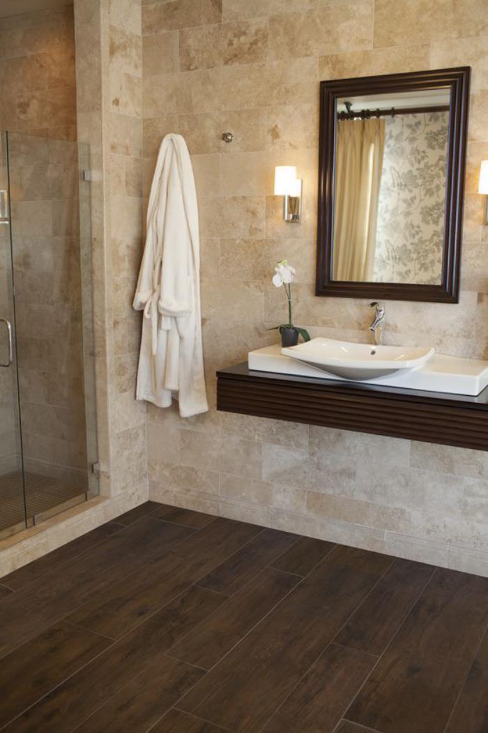 carrelage-imitation-bois-revetement-original-pour-la-salle-de-bain