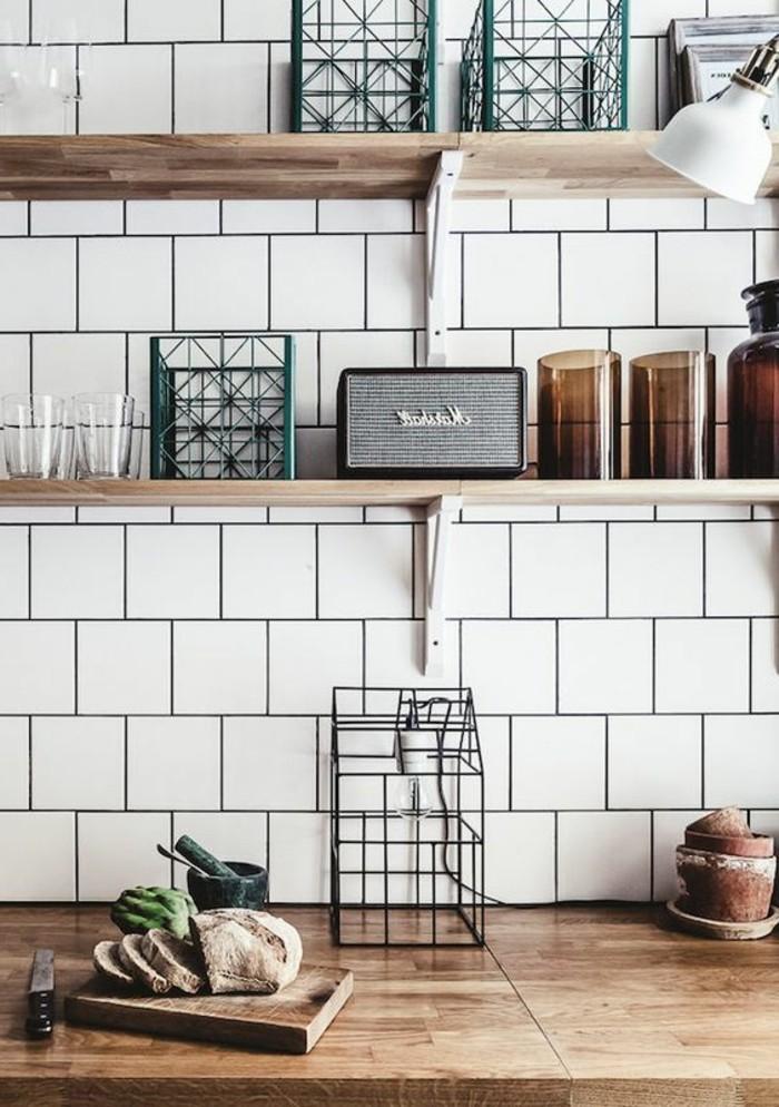 carrelage-metro-blanc-etageres-de-bois-lisse