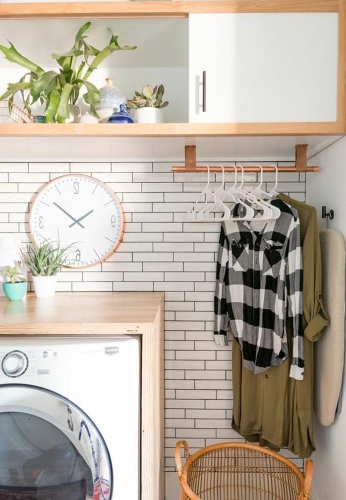 carrelage-metro-blanc-bois-clair-dans-cuisine-blanche