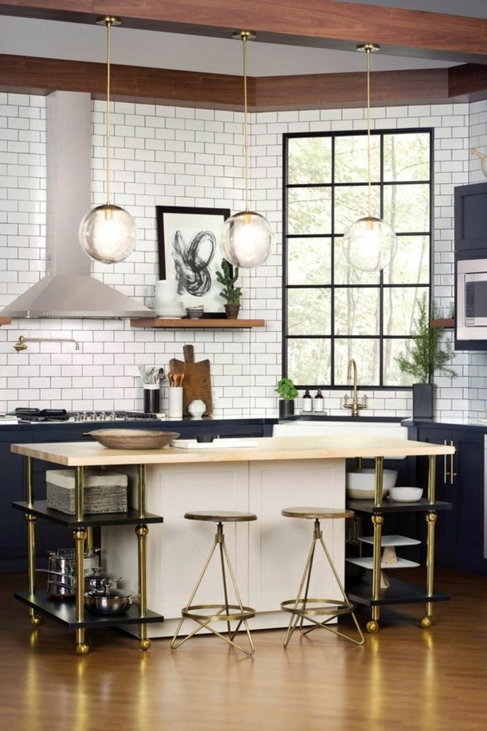 carrelage-metro-blanc-ilot-de-cuisine-tabourets-de-bar-métalliques
