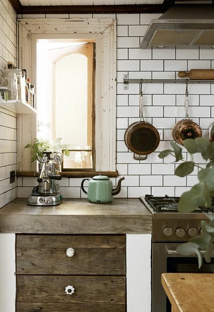 carrelage-metro-blanc-meubles-en-bois-range-assiettes