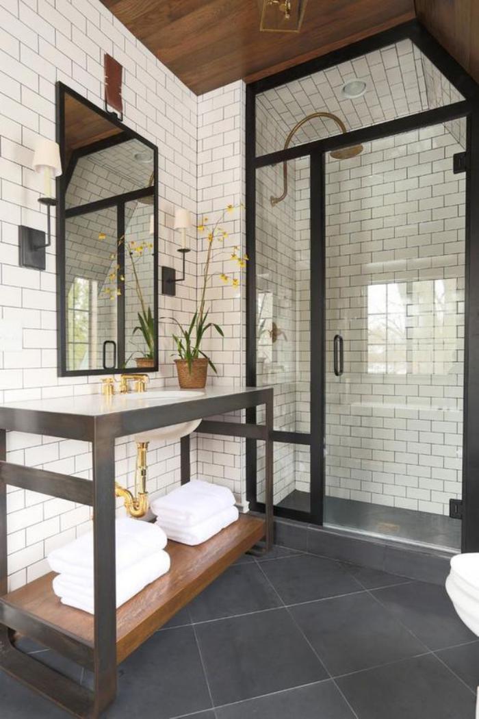 carrelage-noir-au-sol-de-la-salle-de-bain