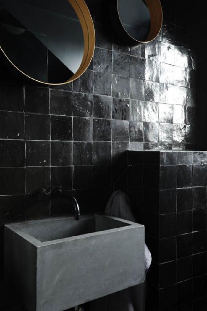 carrelage-noir-carreaux-carres-vasque-blanche