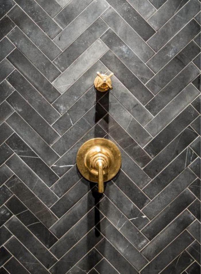 carrelage-noir-carreaux-noirs-pour-salle-de-bain