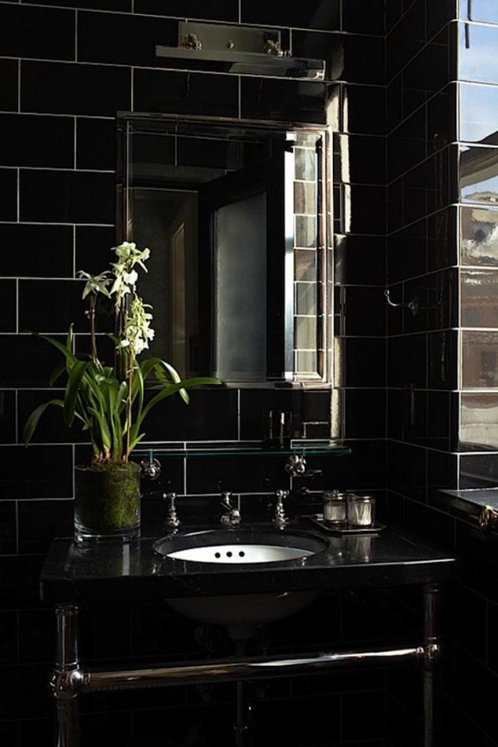 Le carrelage noir entre dans la salle de bain et la cuisine - Carrelage noir brillant salle de bain ...