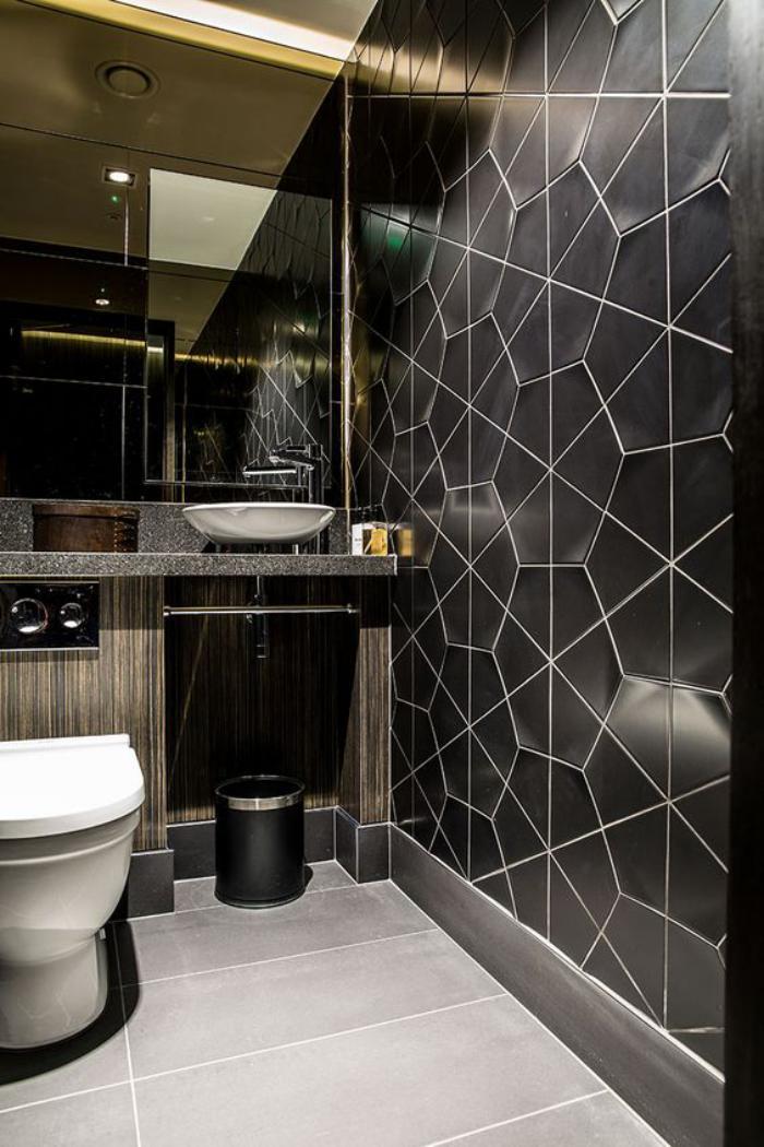 carrelage-noir-de-salle-de-bain-extravagant