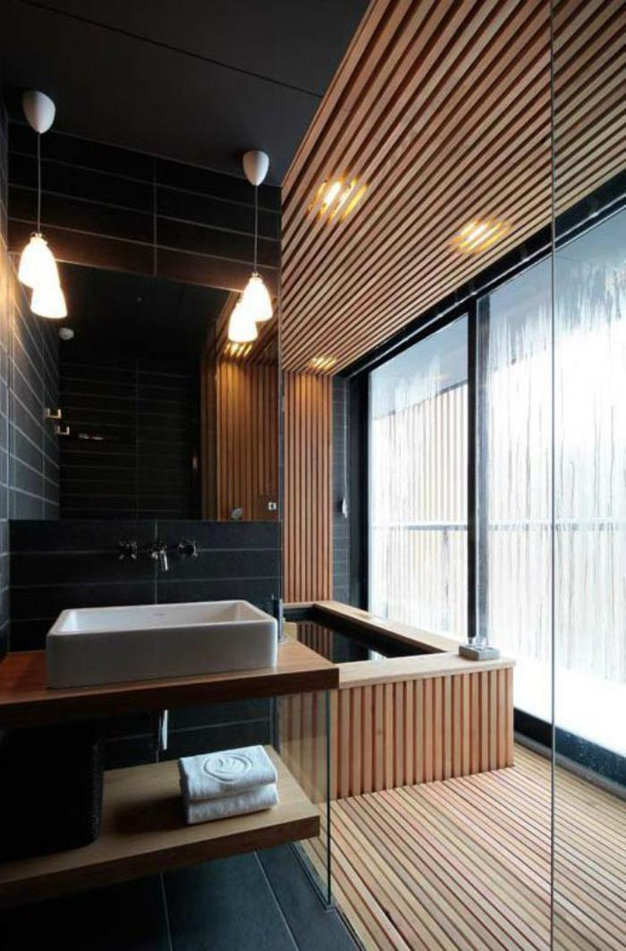 Le carrelage noir entre dans la salle de bain et la for Salle de bain bois et carrelage