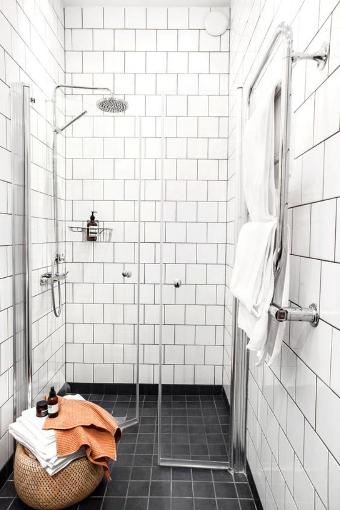 carrelage-noir-jolis-salle-de-bain-en-noir-et-blanc