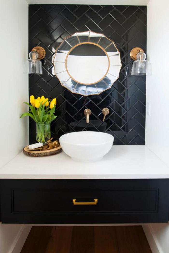 carrelage-noir-mural-miroir-rond-meuble-sous-vasque