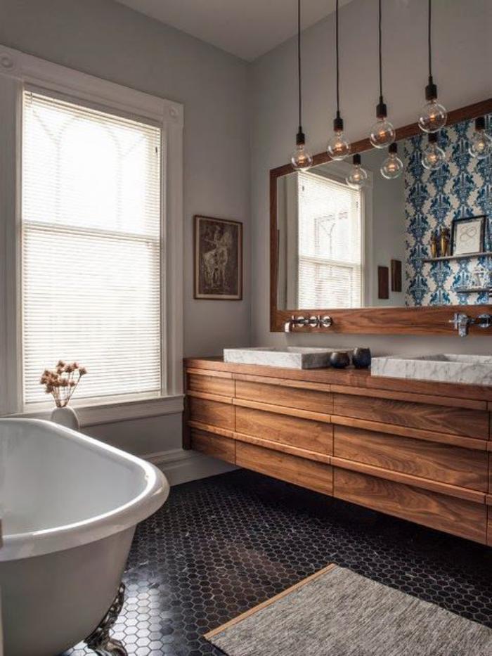 Le carrelage noir entre dans la salle de bain et la cuisine for Petit carreaux salle de bain