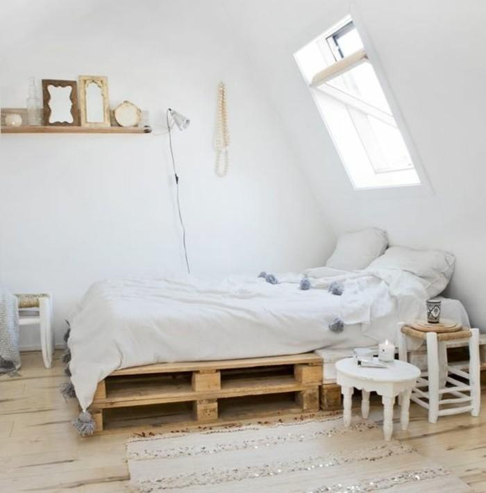chambre-adulte-blanche-comment-fabriquer-un-lit-en-palette-idee-geniale-deco-style-scandinave
